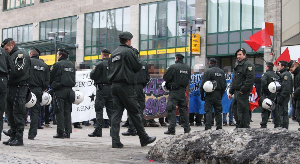 Protest gegen die NPD Kundgebung